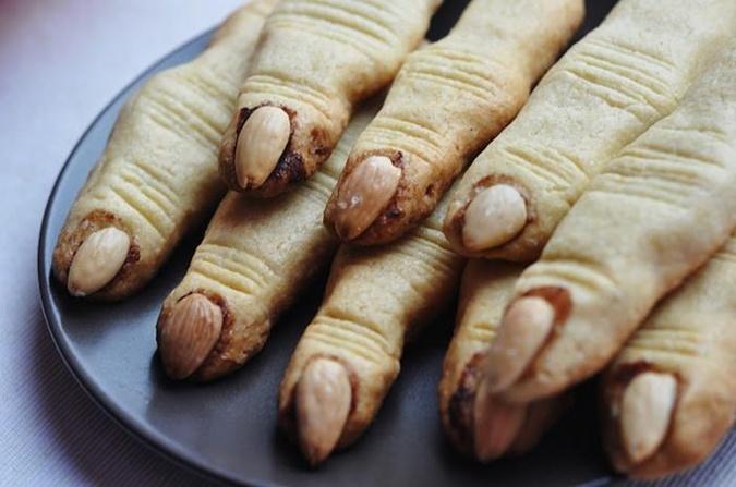 Печенье пальцы ведьмы на Хэллоуин - фото